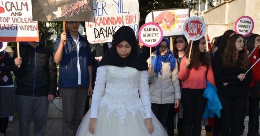 Öğrenciler kadına şiddeti kınadı