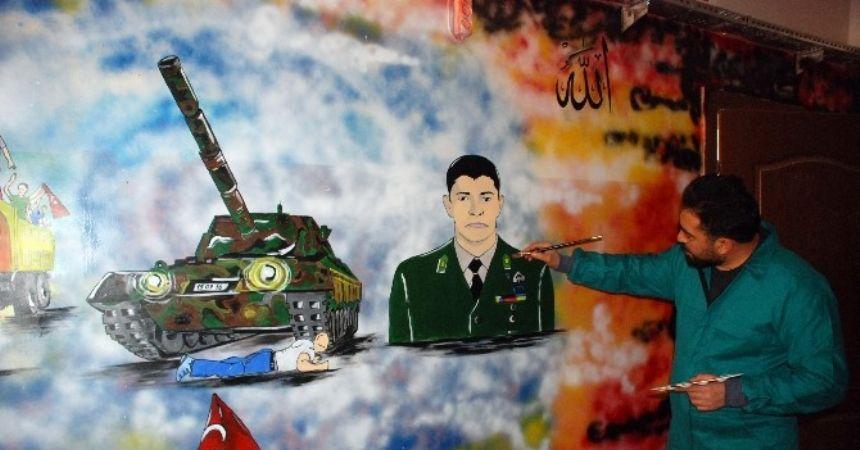 Öğretmen 15 Temmuz kahramanlarını okul duvarlarına resmetti