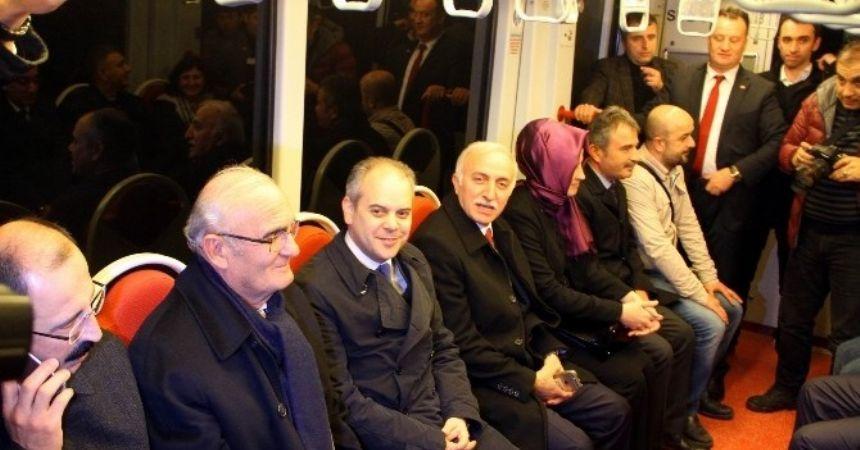 Bakan Kılıç tramvayla yolculuk yaptı