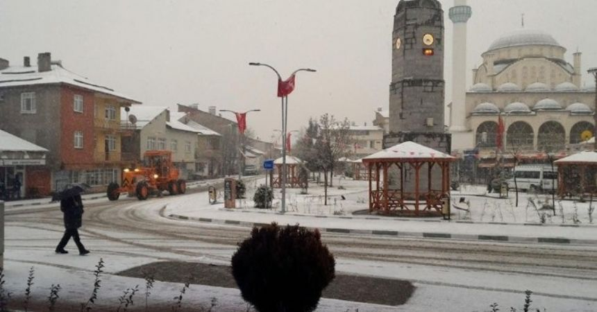 Tokat'ın Başçiftlik ilçesi beyaza büründü