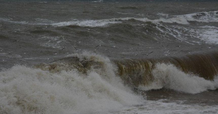 Karadeniz'de 5 metrelik dalgalar oluştu