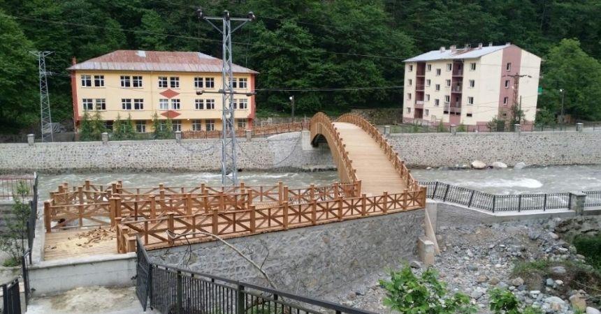 Öğrencilerin köprüsü hizmete girdi