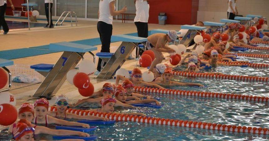 15 bin öğrenci yüzme öğrendi