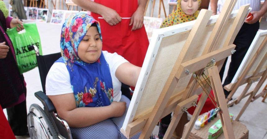 Özel çocuklar sanat ile öğreniyor