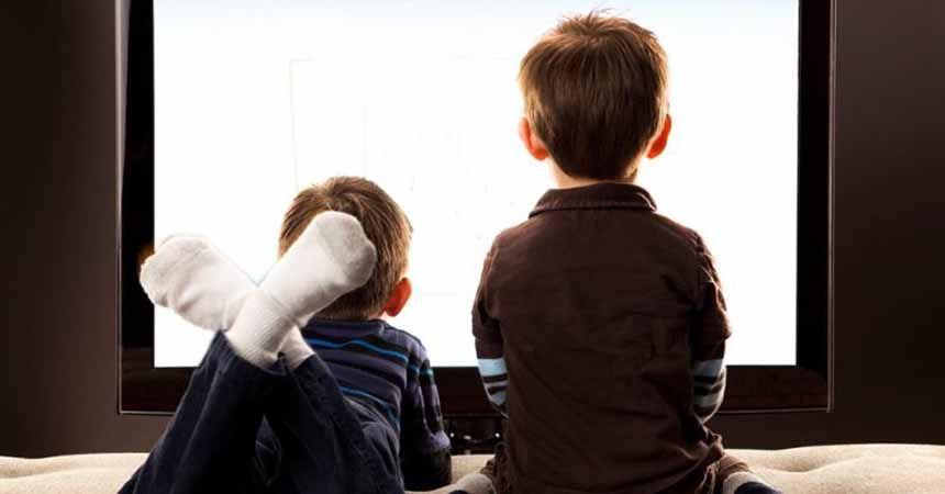 Bayramda çocuğunuzu TV'den uzak tutun!