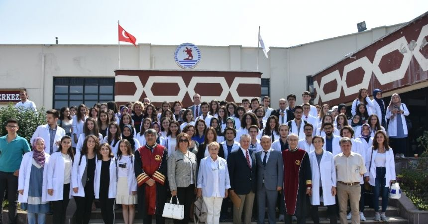 OMÜ Tıp'ta hekim adayları önlüklerini giydi
