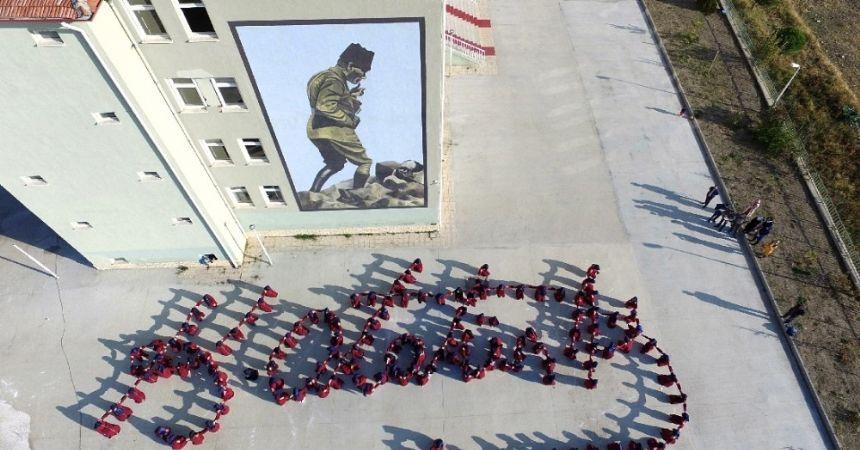 İmam Hatip öğrencilerinden Atatürk kareografisi