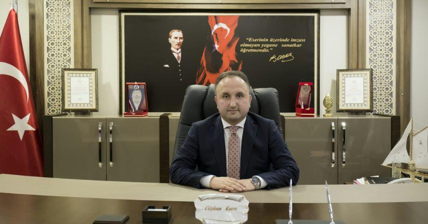 Müdür Esen'den gazetecilere kutlama