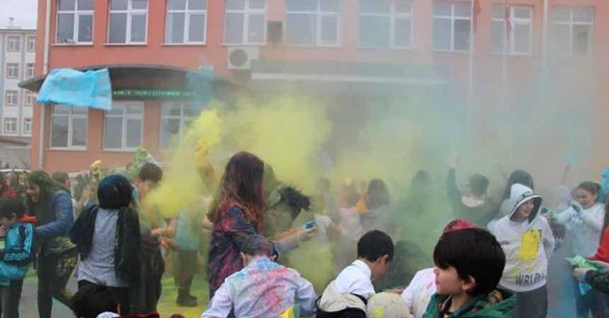 Karne gününde 'Holi Festivali'