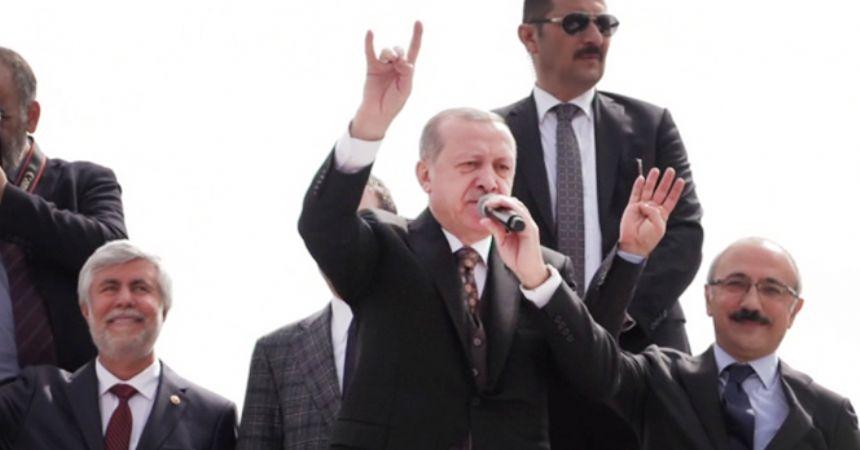 Erdoğan'dan bozkurt işareti