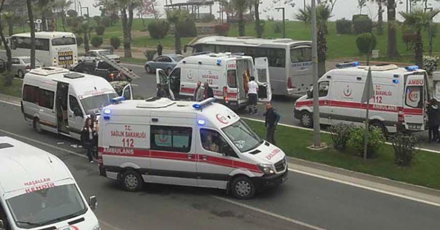 TIR servis aracına çarptı: 7 öğretmen yaralandı
