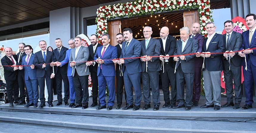 Karadeniz'in en büyük seramik mağazası açıldı