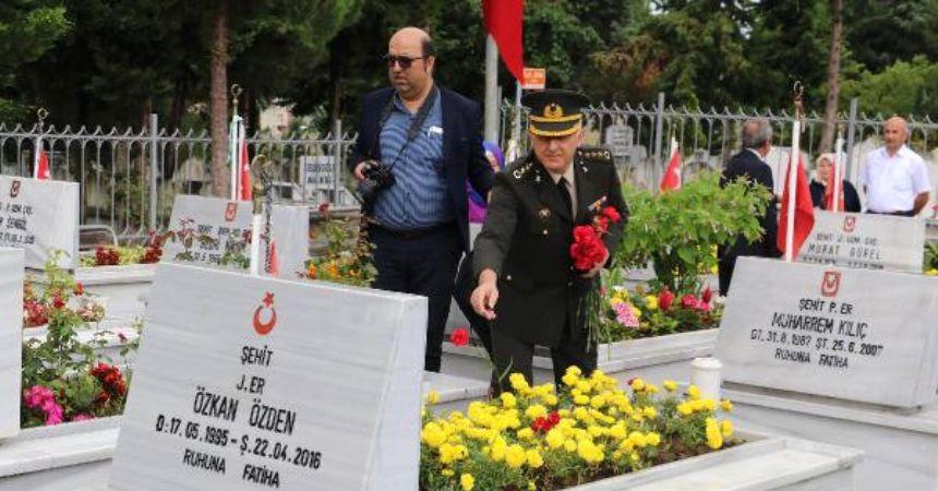 15 Temmuz'da Şehitlikler Ziyaret Edildi