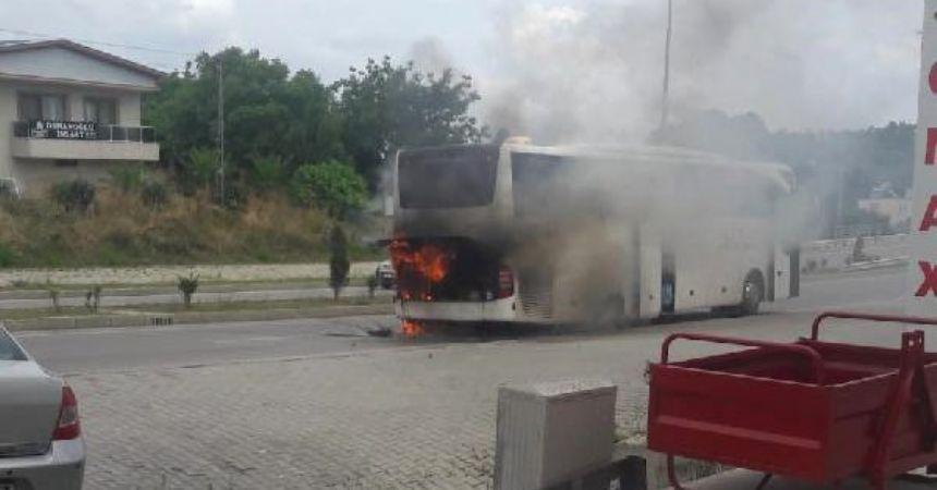 Sinop'ta tur otobüsü yandı
