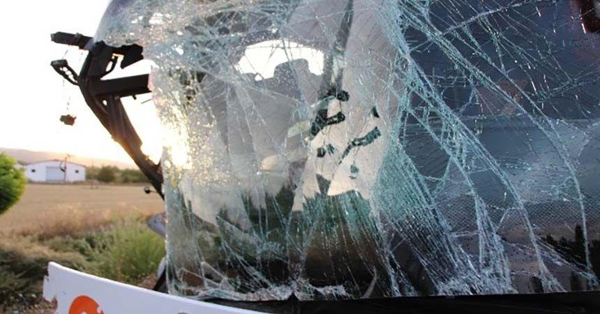 Yolcu otobüsü TIR'a çarptı: 22 yaralı