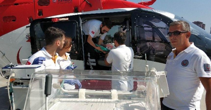Kalbi duran bebeğe helikopter yetişti