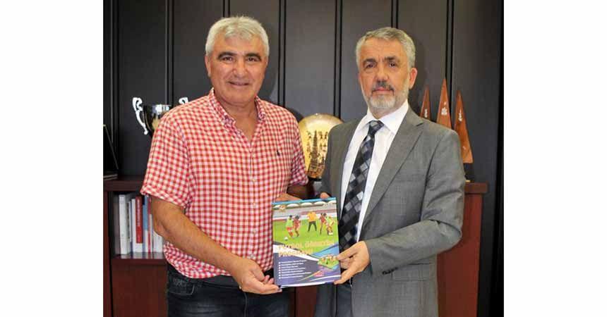 Aksoy, Rektör Bilgiç'e kitabını hediye etti