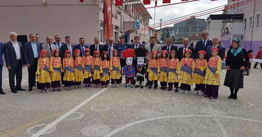 Vezirköprü'de İlköğretim Haftası kutlandı