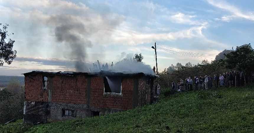 Samsun'da yaşlı kadın eviyle birlikte yandı