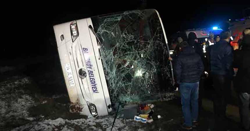 Amasya'da belediye otobüsü devrildi: 2 ölü, 35 yaralı