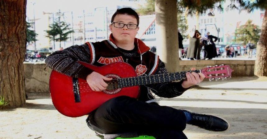 Sokağın yeni müzisyeni