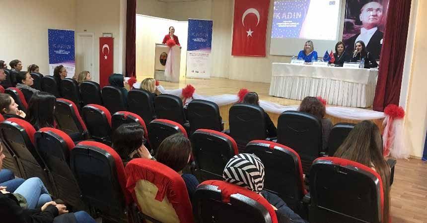 Kız öğrencilere kadın girişimciliği semineri