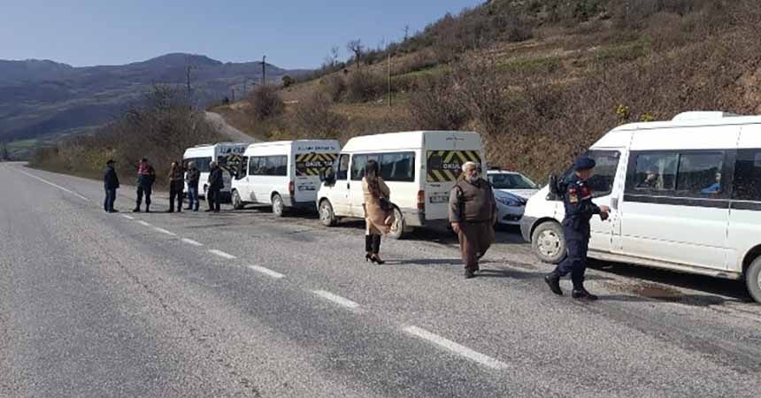 Bafra'da okul servis araçlarında yolcu denetimi