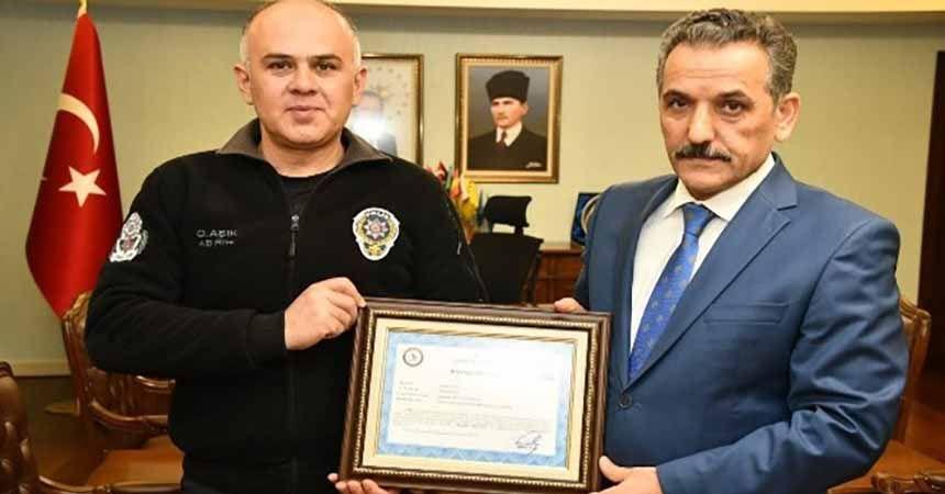 Kahraman polise başarı belgesi