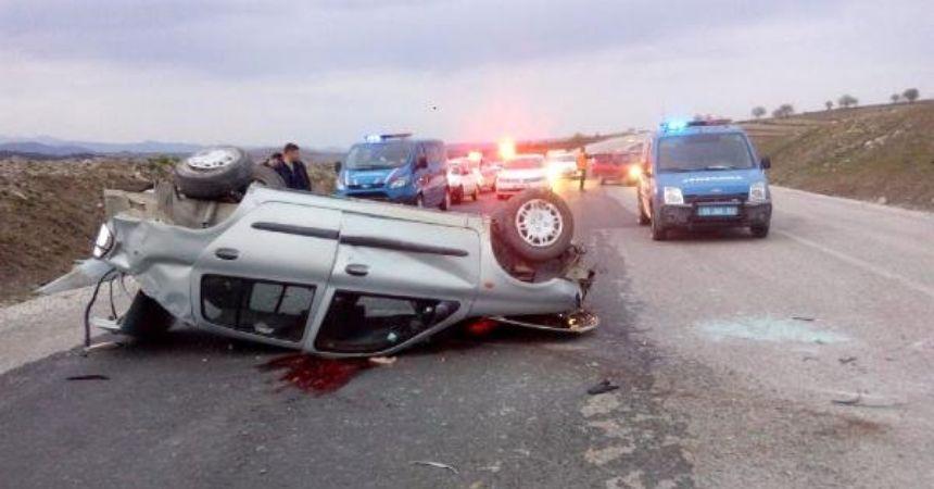 Otomobil takla attı...Ölü ve yaralı var