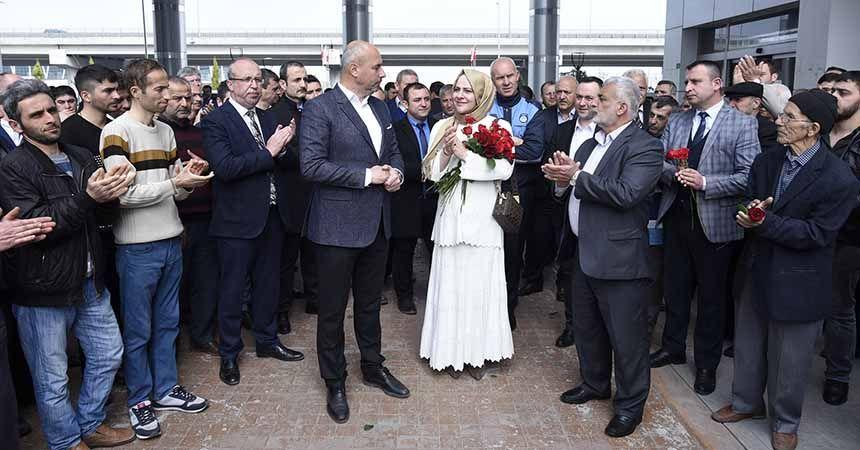 Başkan Togar çiçeklerle karşılandı
