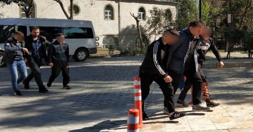 Araba çalan kafadarlar tutuklandı