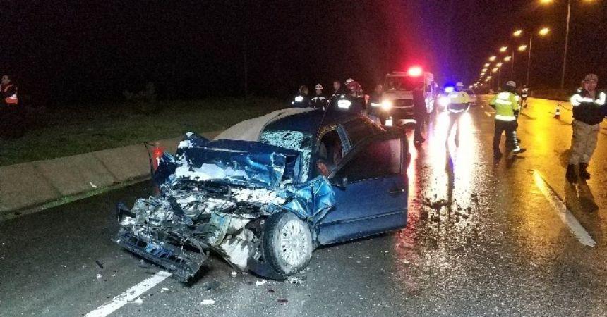 TIR'a arkadan çarptı: 2 ölü