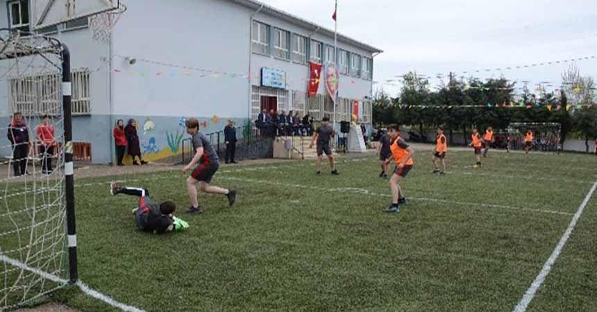 Halı saha değil, okul bahçesi