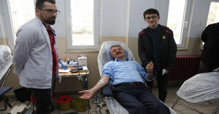 Deveci'den kan bağışı