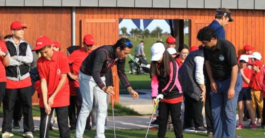 Golfün yıldızları çocuklarla buluştu