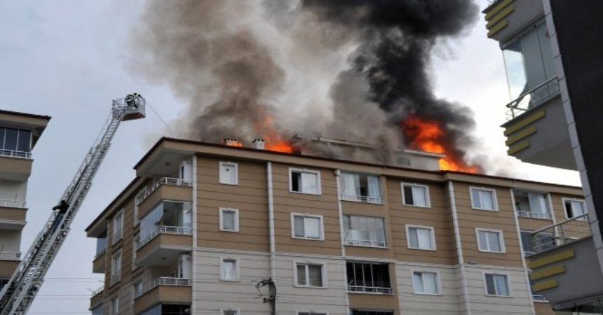 Çatı yangınında 8 kişi hastanelik olsu