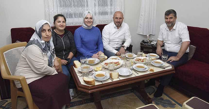 Togar'dan çat kapı iftar