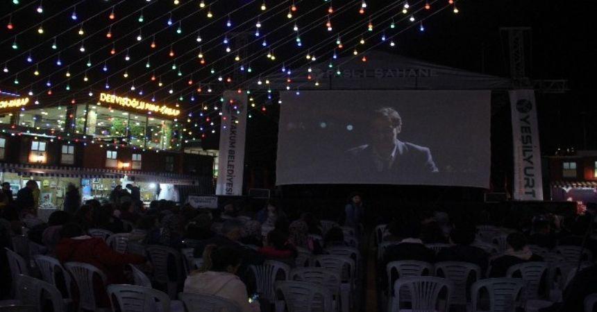 Atakum'da yazlık sinema keyfi