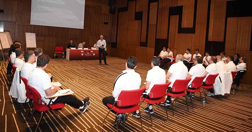 Yücel Uyar'dan teknik adamlara eğitim