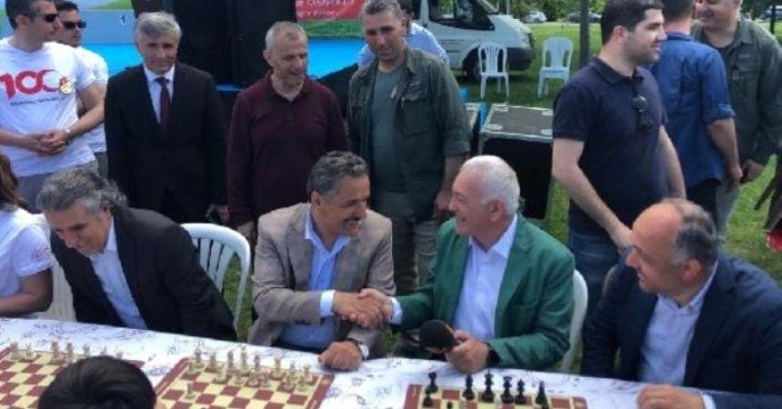 1919 kişi satranç oynadı