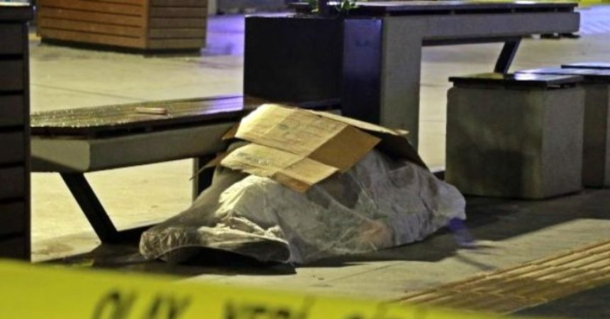 Bankta otururken öldü