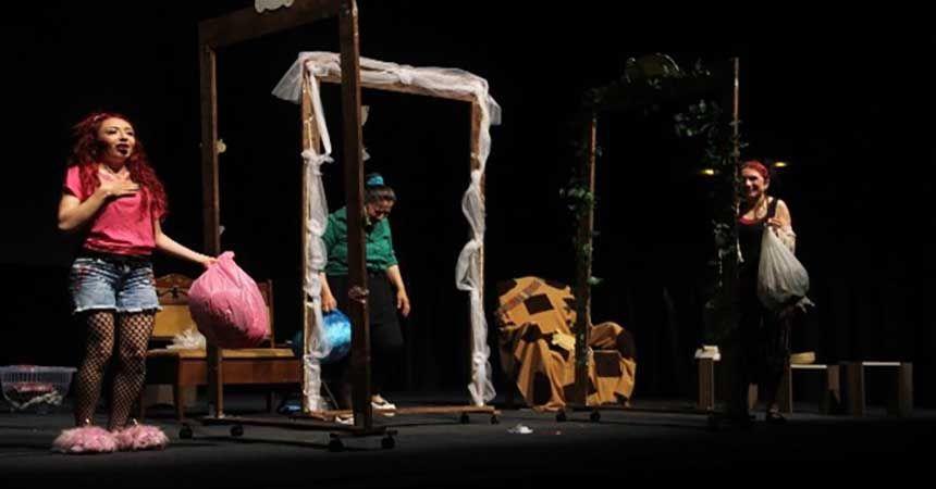 'Kadınlar Filler ve Saireler' Samsun'da sahnelendi