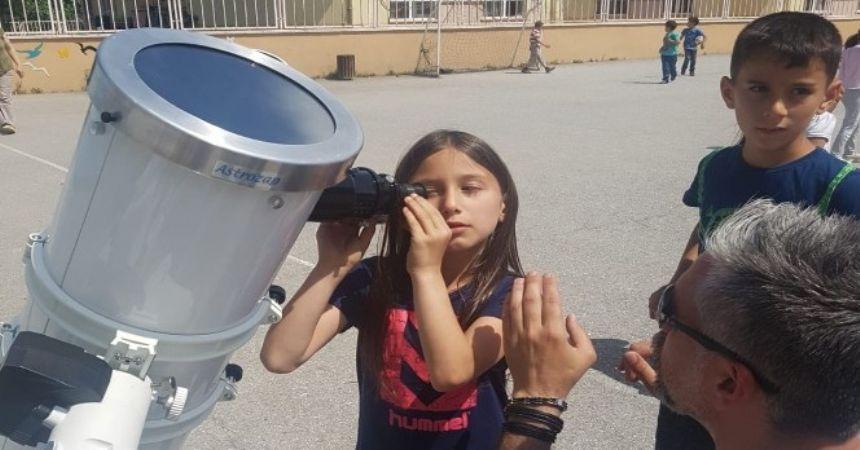 Teleskopla güneşe baktılar