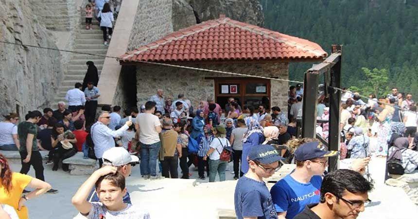 Sümela Manastırı'na bayramda yoğun ilgi