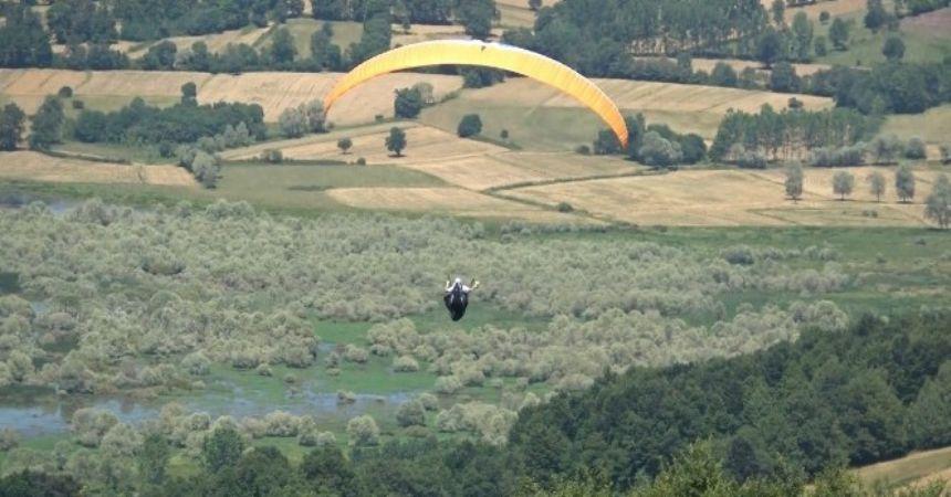 Ladik'te yamaç paraşütü