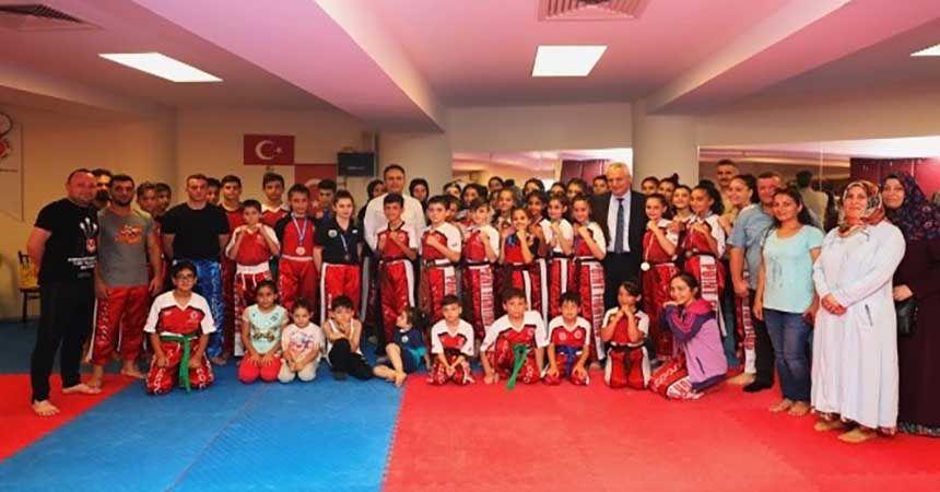 Kick boks sporcularına sürpriz ziyaret