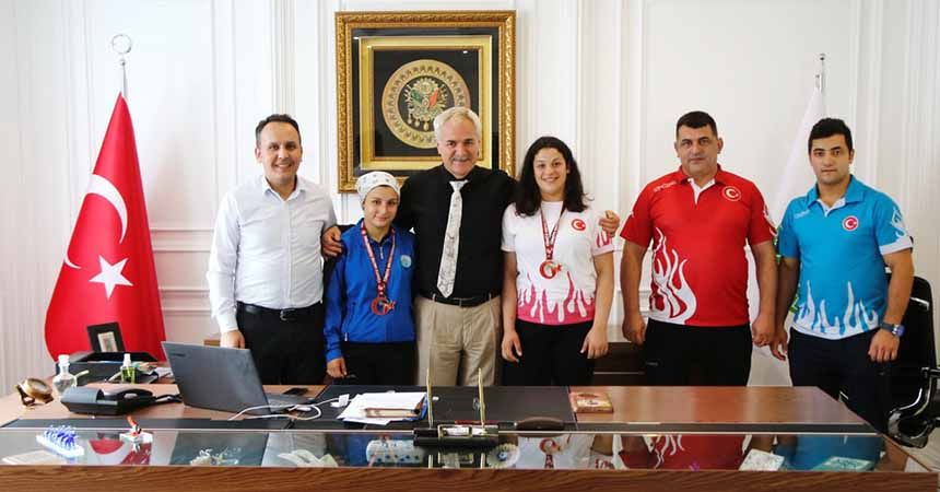 İlkadımlı halterci Türkiye Şampiyonu