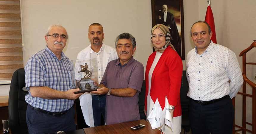 Ünlü cerrah Prof. Sönmez, Medicana'yı ziyaret etti