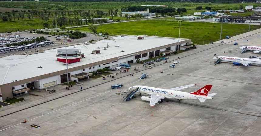 Ağustos'ta 142 bin yolcu havalimanını kullandı
