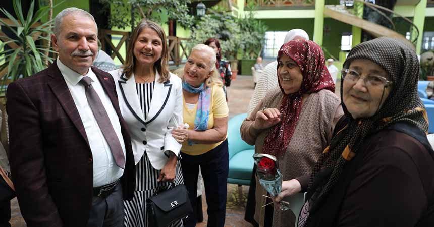 Yaşlılar Günü'nde anlamlı ziyaret